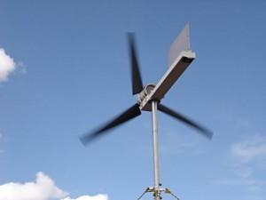 Ветроустановка из автомобильного генератора в работе