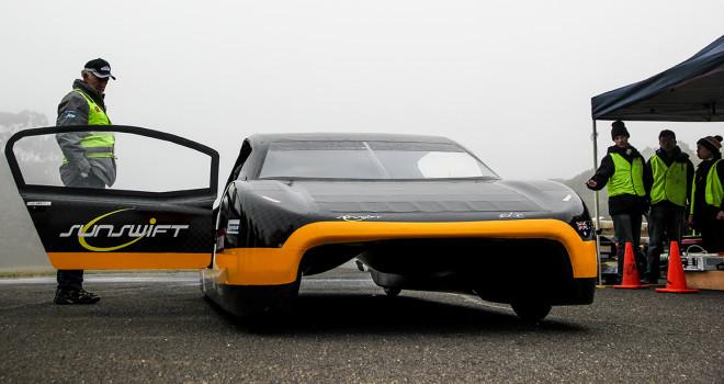Sunswift_eVe в отличие от предыдущей модели имеет 4 колеса