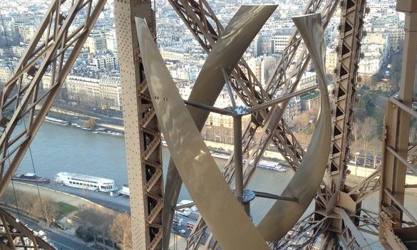 Ветровые турбины на башне Эйфеля