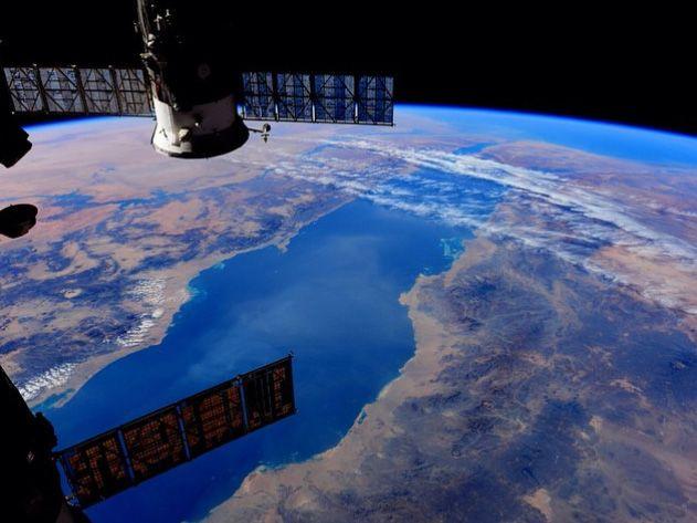 Солнечная станция в космосе