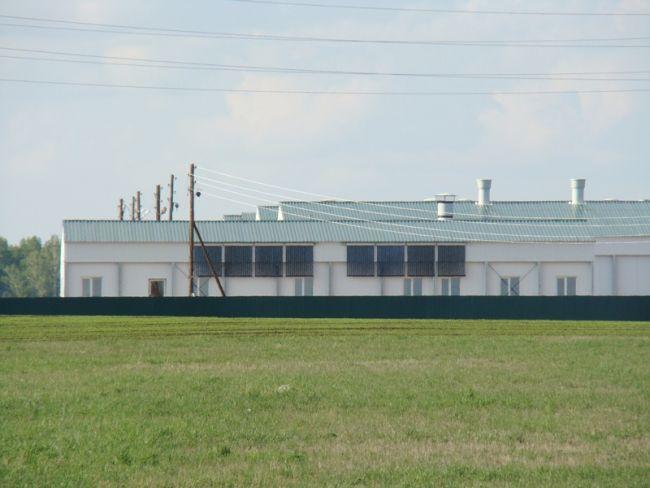 Солнечные коллекторы на здании свиноводческого комплекса