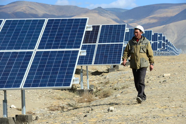 Cолнечные батареи на Кош-Агачской солнечной электростанции