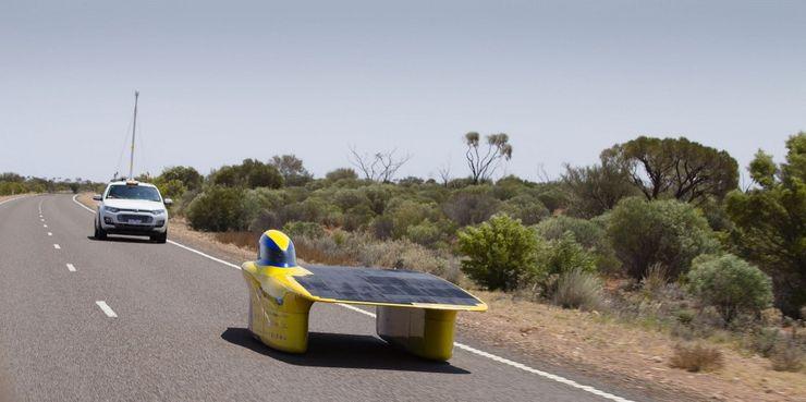 Автомобиль на солнечных батареях Aurum