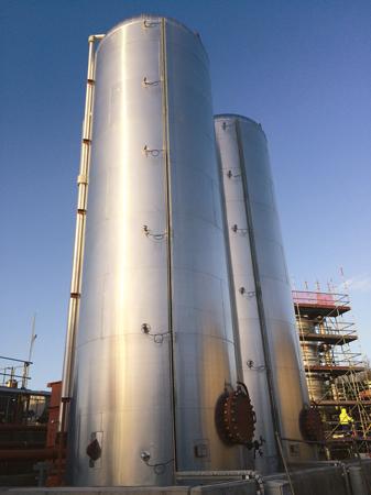 Емкость для жидкого воздуха высотой 12,5 метров и 3 метра в диаметре даже пустая весит более 16 тонн.