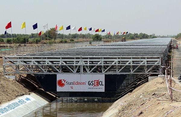 Солнечные панели над каналами