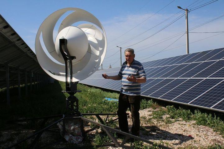Ветряки устанавливают между рядами солнечных панелей