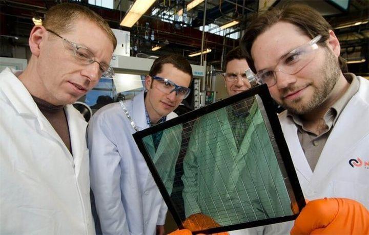 Стекло превращается в прозрачную солнечную панель