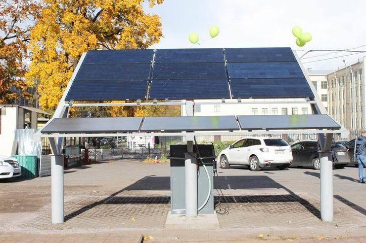 Первая в России заправка электромобилей, работающая на солнечной энергии