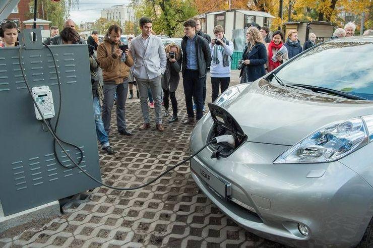 Заправка для электромобилей, работающая на солнечной энергии