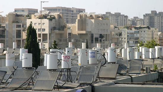 Солнечные коллекторы на крышах Кипра