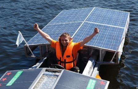 Экологически чистые лодки на солнечных батареях