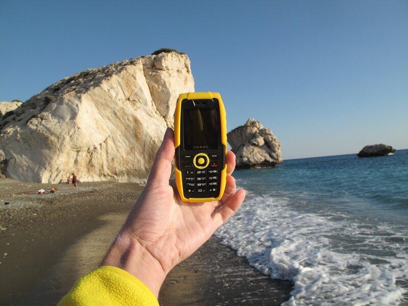 Обзор популярных моделей фирменных телефонов с солнечной подзарядкой