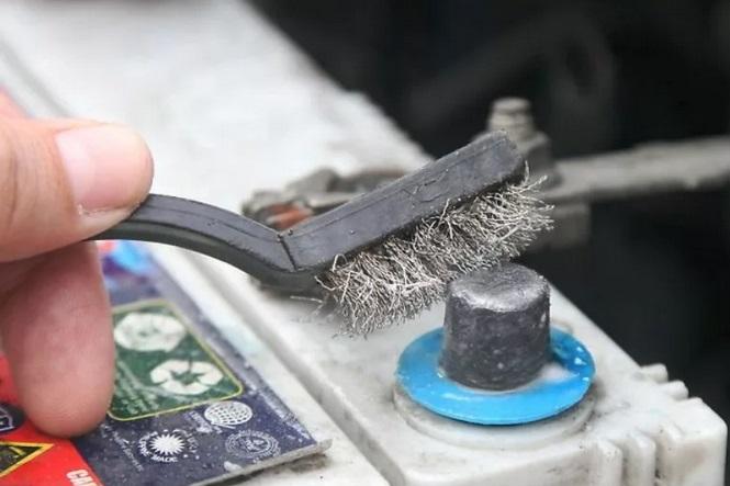 Поддержание чистоты аккумулятора автомобиля