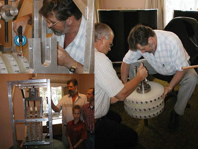Майкл Брэди в 2002 году создавая двигатель Перендева на магнитах